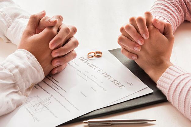 man and woman divorce talks